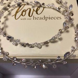 Brides & hairpins Lucina crystal halo